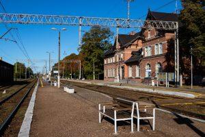 Galeria zdjęć prezentuje odcinek kolejowy Rokietnica-Wronki przed modernizacją we wrześniu 2018 roku. Na zdjęciach widoczne są także kontenerowe stacje transformatorowe.