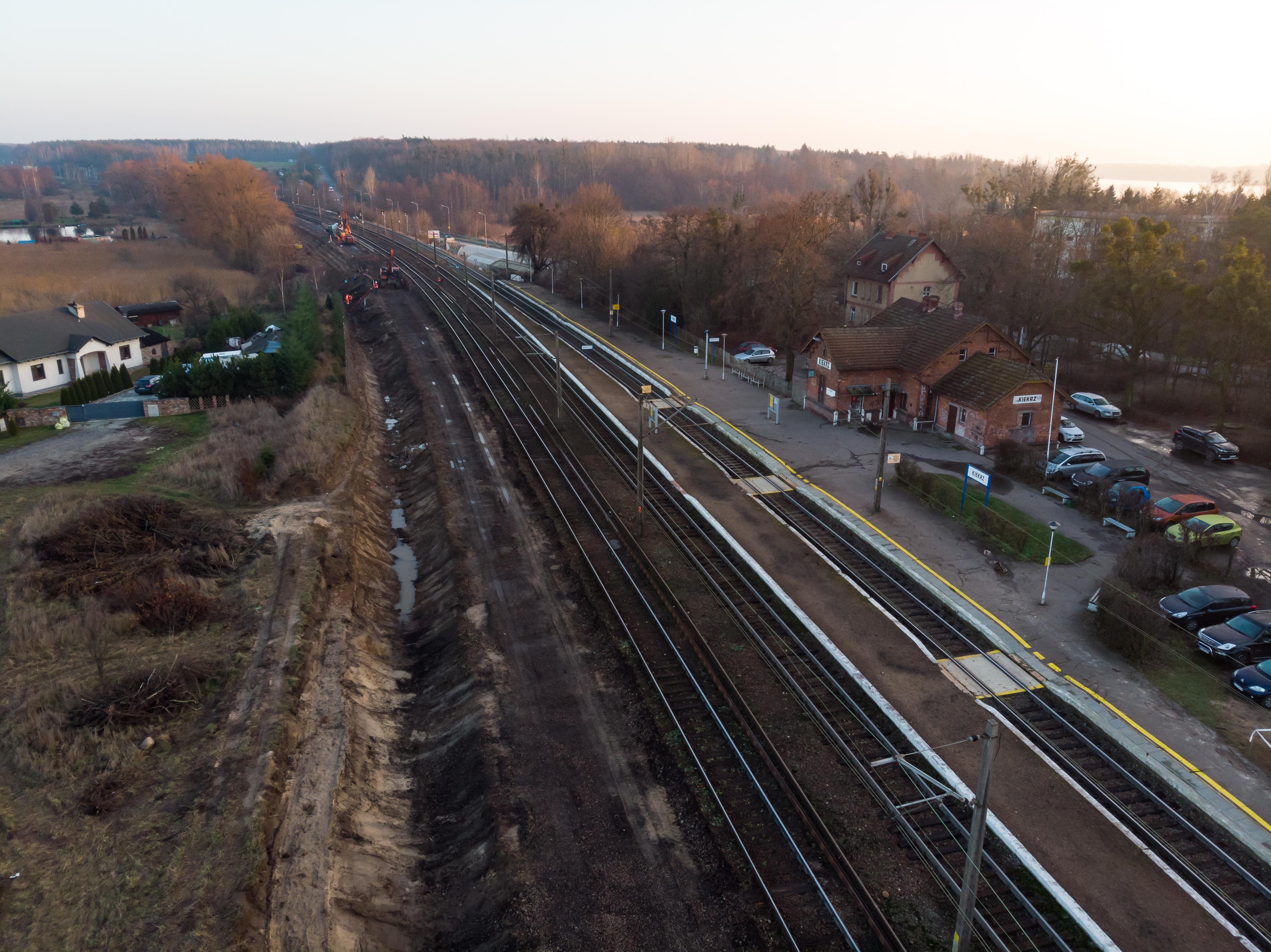 Zdjęcie przedstawia pierwszy etap modernizacji na stacji Kiekrz.