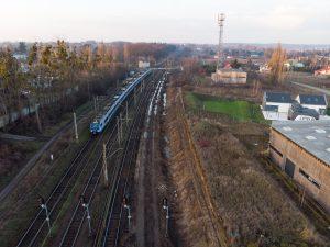 Galeria zdjęć przedstawia ujęcia stacji Kiekrz z drona, przed modernizacją w 2018 roku.