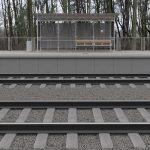 Wizualizacja przedstawia dwa zdjęcie, które przesuwa się przy pomocy suwaka. Jedno zdjęcie pokazuje przystanek Baborówko przed modernizacją, a drugie zdjęcie to wizualizacja jak docelowo przystanek będzie wyglądał po modernizacji.