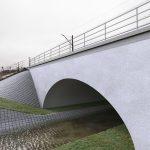 Wizualizacja przedstawia dwa zdjęcie, które przesuwa się przy pomocy suwaka. Jedno zdjęcie pokazuje most kolejowy nad rzeką Samicą przed modernizacją, a drugie zdjęcie to wizualizacja jak docelowo most będzie wyglądał po modernizacji.