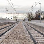 Wizualizacja przedstawia dwa zdjęcia, które przesuwa się przy pomocy suwaka. Jedno zdjęcie pokazuje stację Dobiegniew przed modernizacją, a drugie zdjęcie to wizualizacja jak docelowo stacja będzie wyglądała po modernizacji.