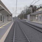 Wizualizacja przedstawia dwa zdjęcia, które przesuwa się przy pomocy suwaka. Jedno zdjęcie pokazuje stację Szamotuły przed modernizacją, a drugie zdjęcie to wizualizacja jak docelowo stacja będzie wyglądała po modernizacji.