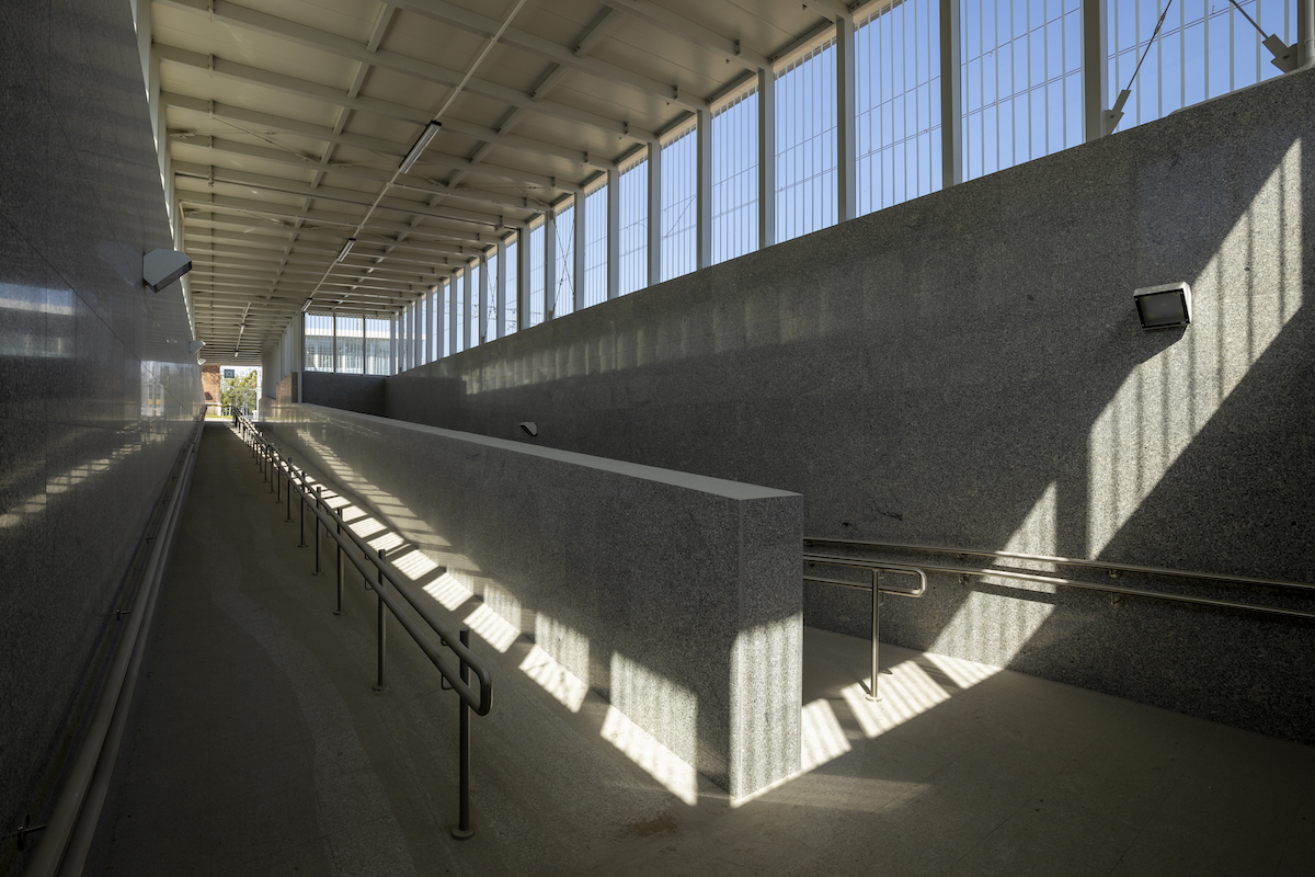 Sesja przedstawia gotowe obiekty oraz aktualnie dziejące się prace na stacji Kiekrz oraz stacji Rokietnica, które miały miejsce w sierpniu 2020 roku.