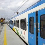 Sesja przedstawia zdjęcia z gotowej infrastruktury na stacji Kolin oraz przystanku Morzyca w październiku 2020 roku.