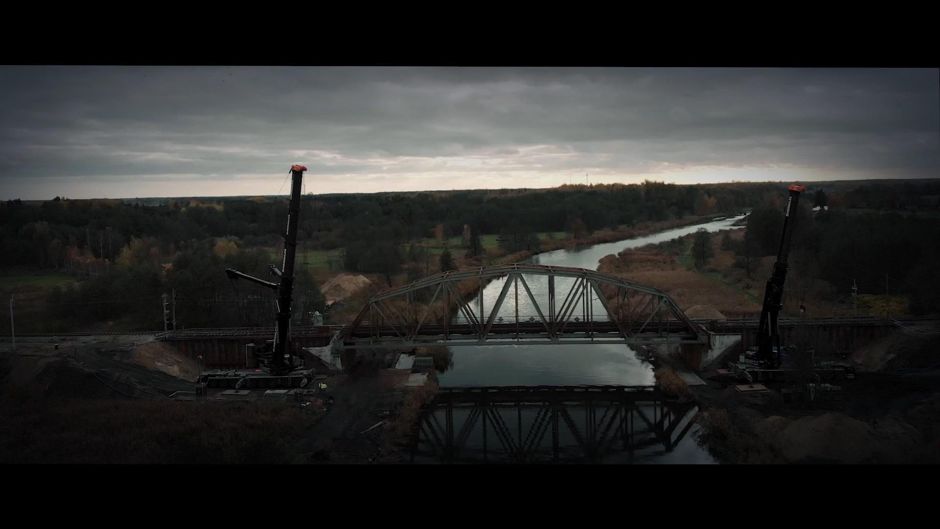 Film przedstawia budowę mostu na Noteci na odcinku Słonice-Wronki.