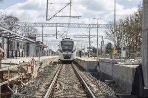 Zdjęcia przedstawiają prace na moście, wiaduktach oraz stacji Wronki, które miały miejsce w kwietniu 2021 roku.